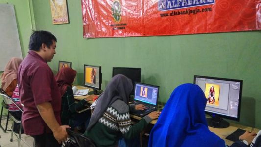 Pelatihan Photoshop Komputer Grafis Alfabank Yogyakarta Dinas Koperasi UKM Nakertrans Jogja 1
