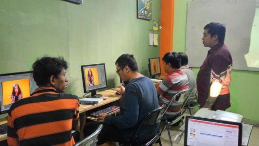 Pelatihan Photoshop Komputer Grafis Alfabank Yogyakarta Dinas Koperasi UKM Nakertrans Jogja 4