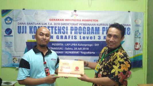 Uji Kompetensi TIK Desain Grafis Di TUK Alfabank Yogyakarta 2018 B