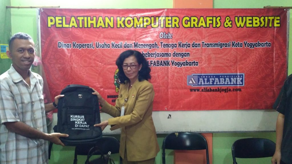 Pelatihan Komputer Grafis dan Website Alfabank Yogyakarta 2