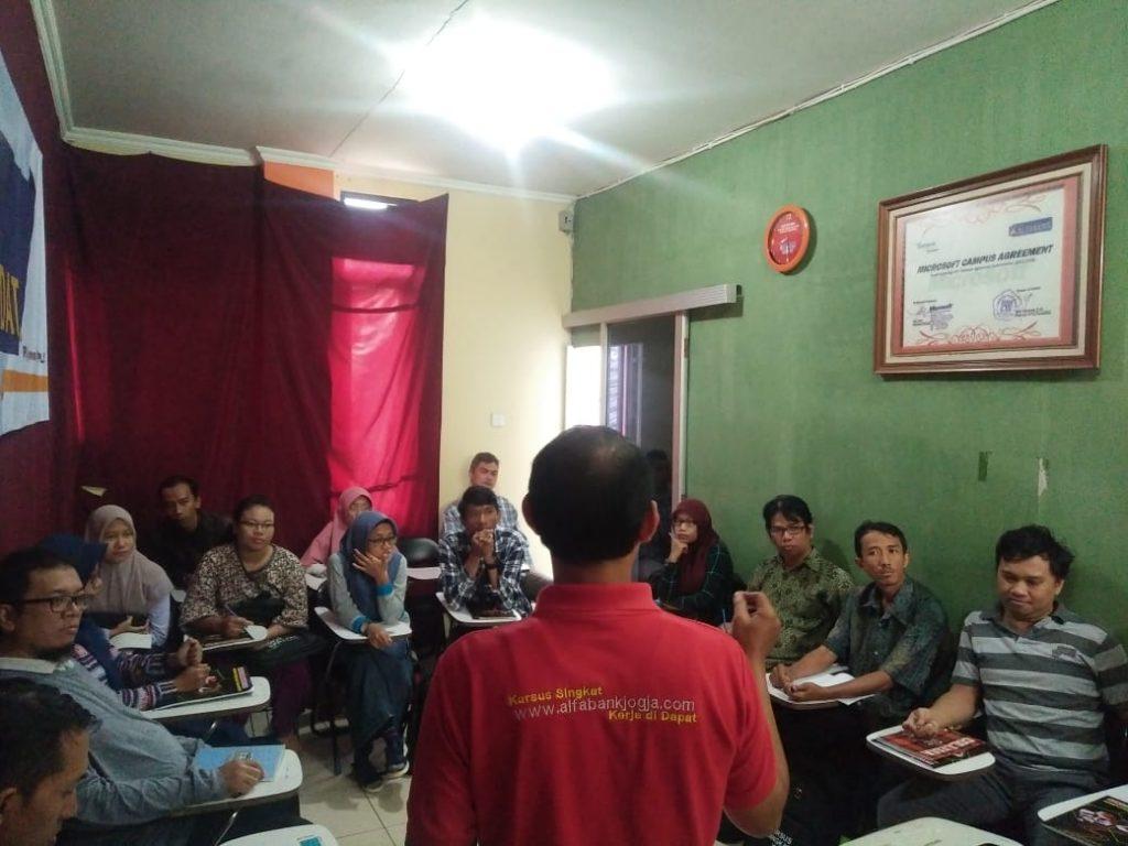 Pelatihan Komputer Grafis dan Website Alfabank Yogyakarta 2018